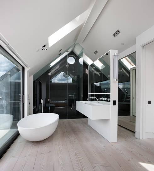 Clarendon Works, Notting Hill, London: modern Bathroom by moreno:masey