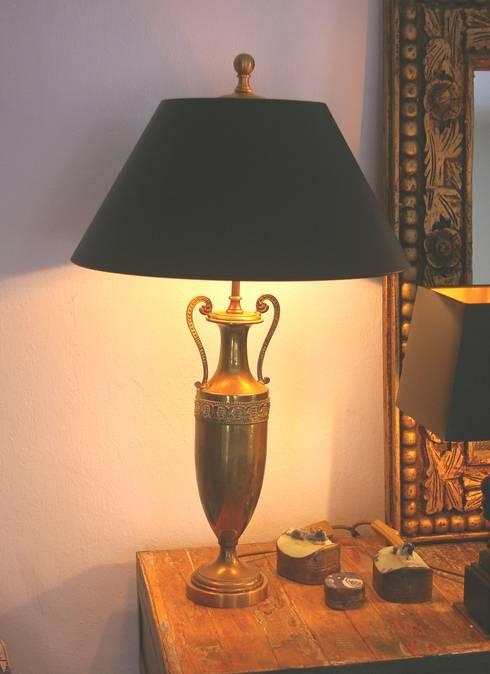 Vasenleuchten mess. Gründerzeit antik: klassische Wohnzimmer von LaProDi - Atelier Winter