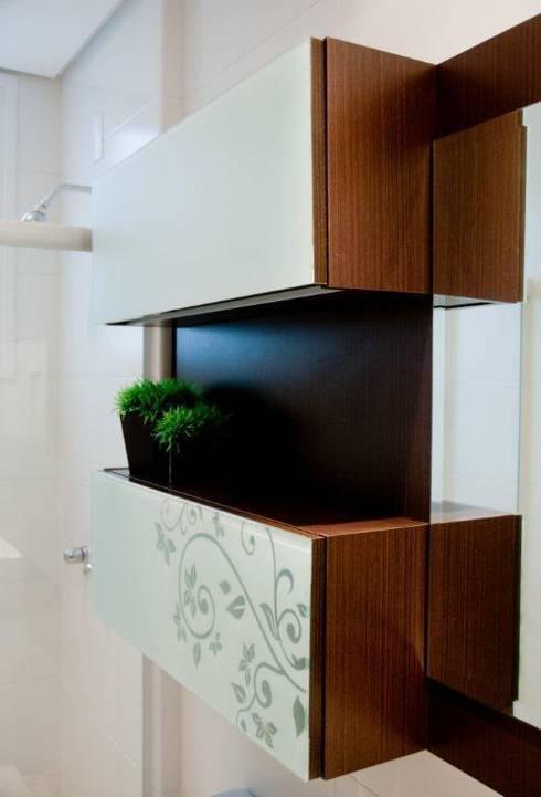 Projeto arquitetônico de interiores para residência unifamiliar. – (Fotos: Lio Simas): Banheiros ecléticos por ArchDesign STUDIO