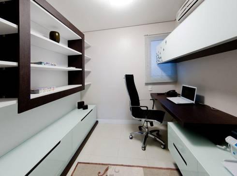 Projeto arquitetônico de interiores para residência unifamiliar. – (Fotos: Lio Simas): Escritórios  por ArchDesign STUDIO