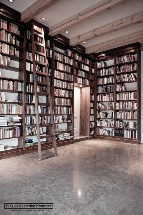 Bibliotheek Woonboerderij:  Mediakamer door Piet-Jan van den Kommer