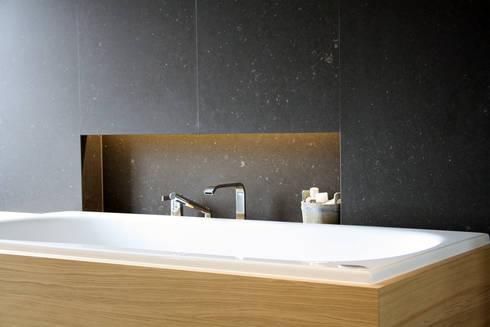 Notariswoning: moderne Badkamer door a-LEX