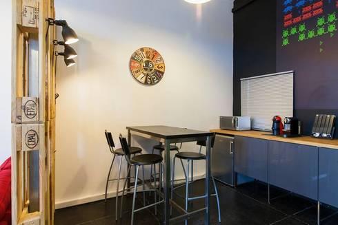 Zona de Refeição: Escritórios  por Traço Magenta - Design de Interiores