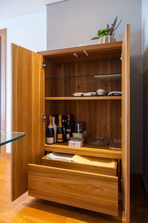 Interior do Móvel de sala em Teka: Sala de jantar  por Traço Magenta - Design de Interiores