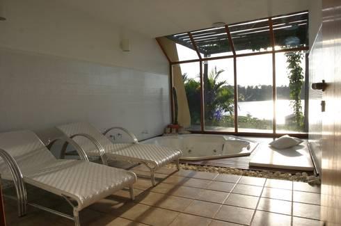 Residência LL: Spas tropicais por Mascarenhas Arquitetos Associados