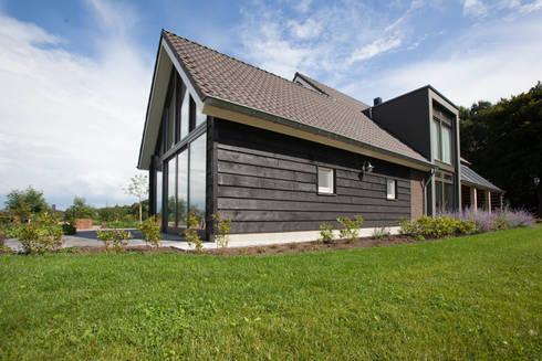 landelijke woning heino 52noord 3:   door Architectenbureau 52Noord