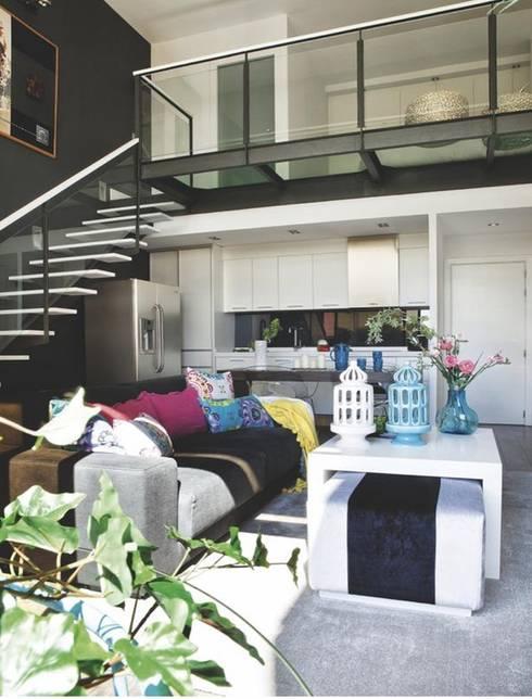 Loft para single : Salones de estilo moderno de Disak Studio