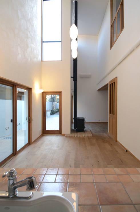 ダイニング: 中川龍吾建築設計事務所が手掛けたダイニングです。
