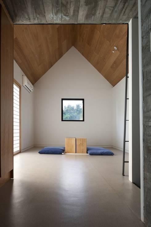 1동 침실(1): ARCHITECT GROUP CAAN의  침실