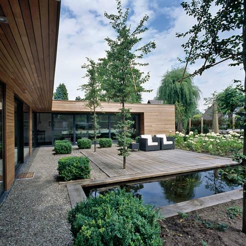 achtergevel: moderne Huizen door Benerink Architecten