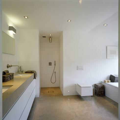 badkamer: moderne Badkamer door Benerink Architecten