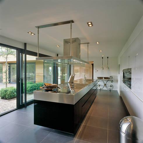 keuken: moderne Keuken door Benerink Architecten