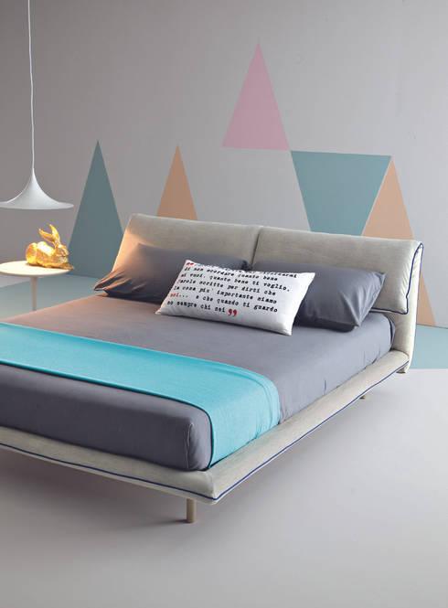 Blues: Camera da letto in stile  di Ennerev