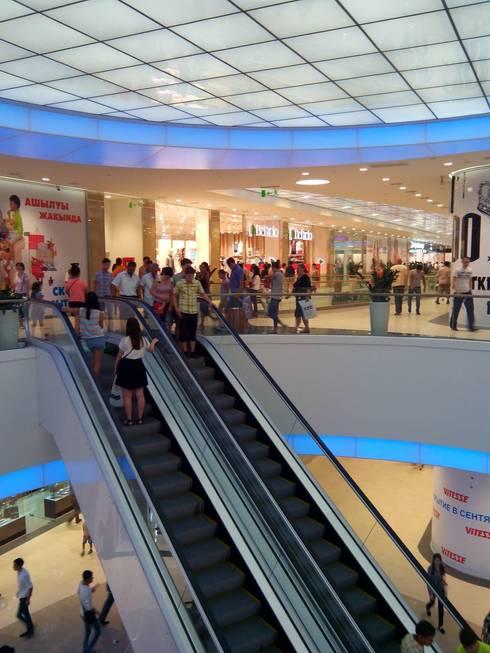 mega park  - shopping center: Centres commerciaux de style  par mb architects