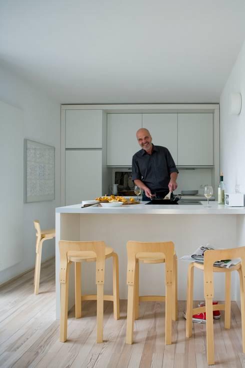 Küche: skandinavische Küche von Bohn Architekten GbR