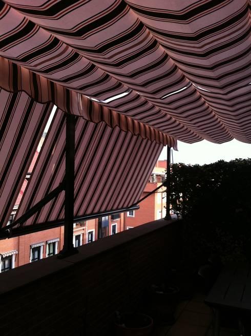 Jardines de estilo clásico por TOLDOS ROAMA