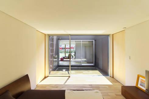 奥田の家: 五藤久佳デザインオフィス有限会社が手掛けた寝室です。