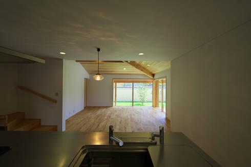 岩倉の家: 五藤久佳デザインオフィス有限会社が手掛けたダイニングです。