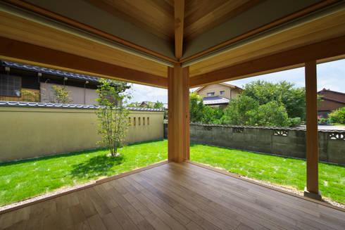 岩倉の家: 五藤久佳デザインオフィス有限会社が手掛けたリビングです。