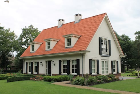 Witte gevels in combinatie met rode pannen doet het altijd goed - maar wie volgt?: landelijke Huizen door Arceau Architecten B.V.