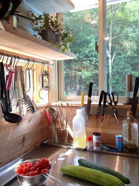 見せる収納のキッチン: みゆう設計室が手掛けたキッチンです。