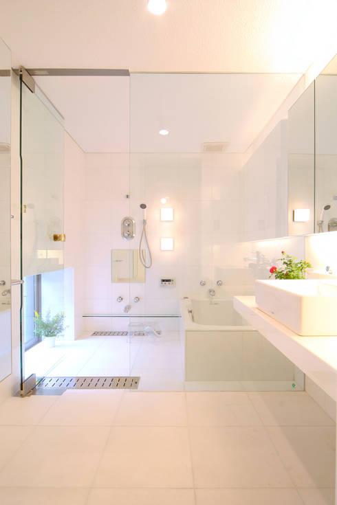 稲沢の家: 五藤久佳デザインオフィス有限会社が手掛けた浴室です。