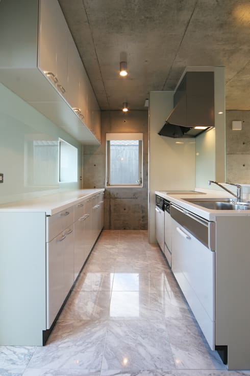 稲沢の家: 五藤久佳デザインオフィス有限会社が手掛けたキッチンです。