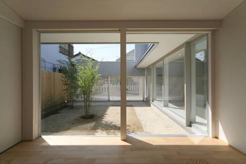 東刈谷の家: 五藤久佳デザインオフィス有限会社が手掛けた寝室です。