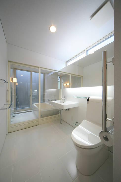 東刈谷の家: 五藤久佳デザインオフィス有限会社が手掛けた浴室です。