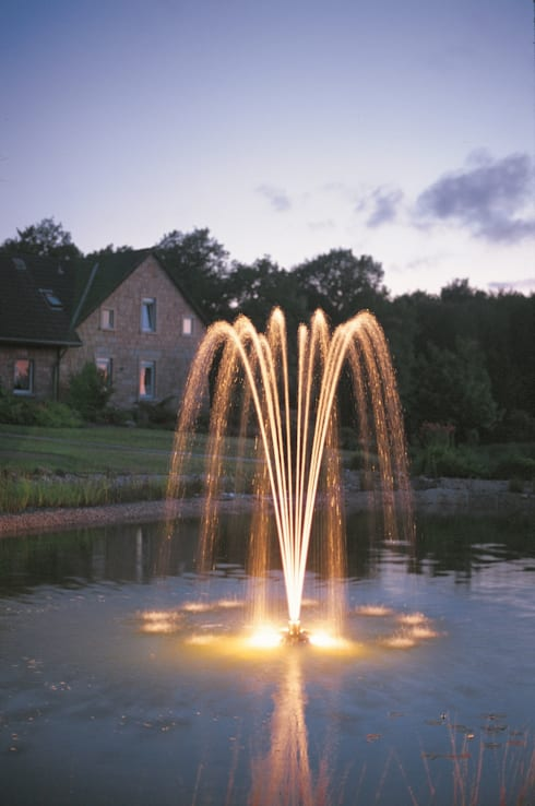 Decorative Dancing Floating Fountain: classic Garden by Water Garden Ltd