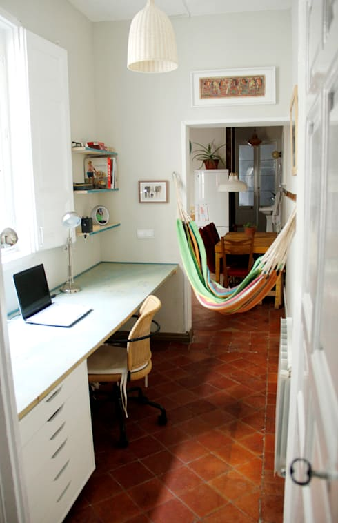 Apartamento en Malasaña: Estudios y despachos de estilo colonial de CARLA GARCÍA