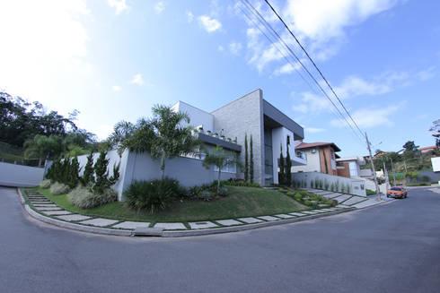 Casa Fabris: Casas modernas por Cecyn Arquitetura + Design