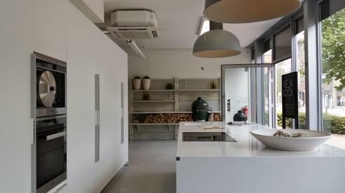 Etalage NewLook Keukenstudio Brasschaat:  Winkelruimten door NewLook Brasschaat Keukens