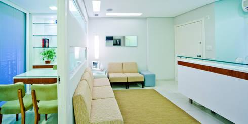 Recepção / Espera: Spas modernos por Enzo Sobocinski Arquitetura & Interiores