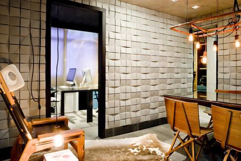 Sala de reuniões: Escritórios  por 1:1 arquitetura:design