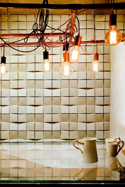 Detalhe da Luminária produzida e desenhada pelo escritório: Escritórios  por 1:1 arquitetura:design