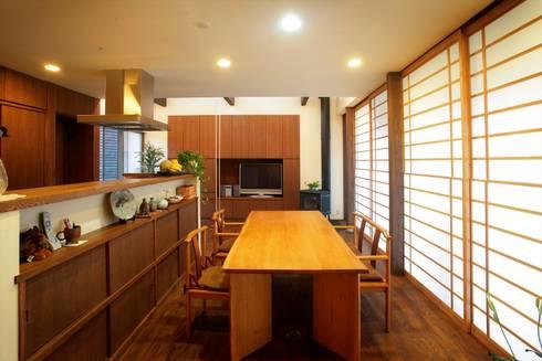 愛媛県松山市の家: Y.Architectural Designが手掛けたダイニングです。