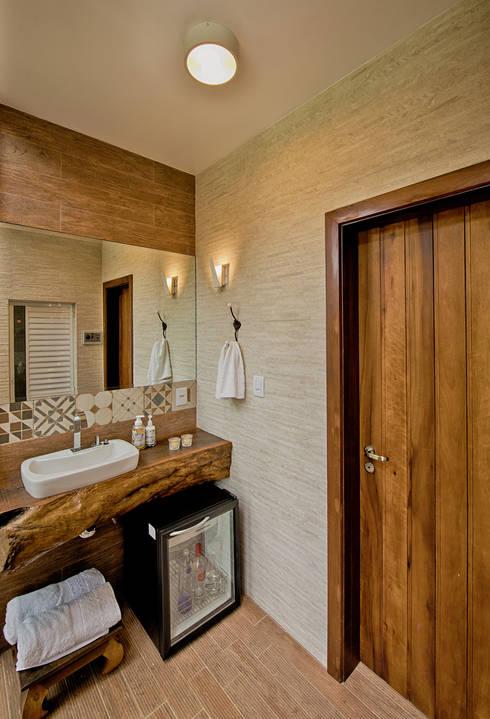 Banheiro - Spa da floresta: Banheiros rústicos por Espaço do Traço arquitetura