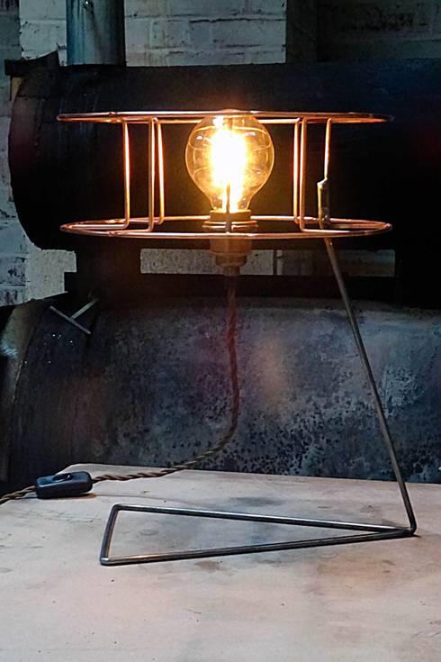 Bobbie: industriële Studeerkamer/kantoor door Allossa