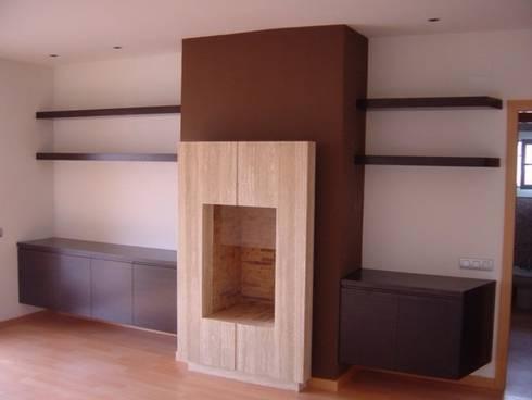 Proyectos y Mobiliario : Salones de estilo moderno de DEKMAK interiores