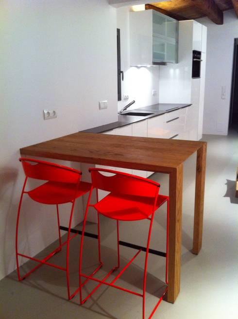 Proyectos y Mobiliario : Cocinas de estilo  de DEKMAK interiores