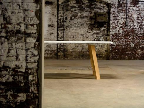 Heavy Light Weight Table.: industriële Eetkamer door Dik Scheepers