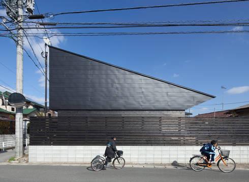 西側外観: 田村の小さな設計事務所が手掛けた家です。