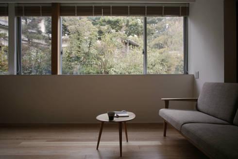 小矢部の家: 深山知子一級建築士事務所・アトリエレトノが手掛けたリビングです。