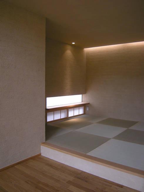 上座の家 ~田園ビュー~: 環境創作室杉が手掛けた和室です。