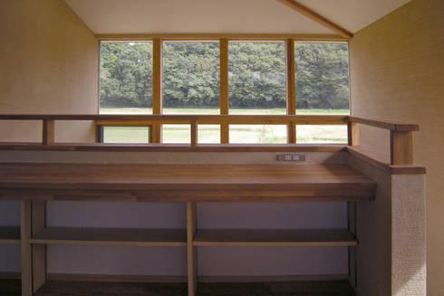 上座の家 ~田園ビュー~: 環境創作室杉が手掛けた廊下 & 玄関です。