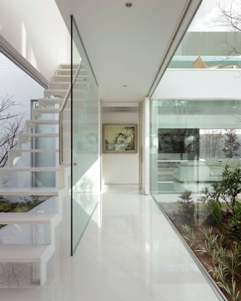 Mアーキテクツ|高級邸宅 豪邸 注文住宅 別荘建築 LUXURY HOUSES | M-architects의  복도 & 현관
