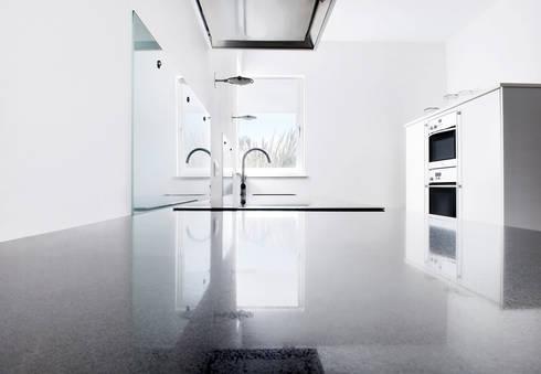 woonkamer en keuken woonhuis Ravels door Interieurvormgeving Inez ...