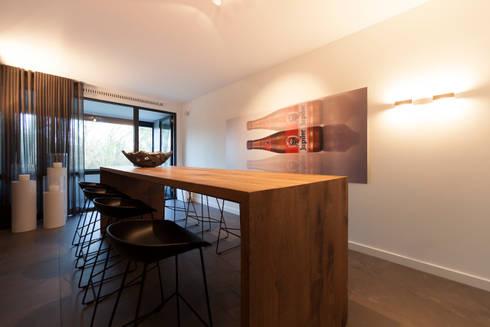 bargedeelte: moderne Keuken door Interieurvormgeving Inez Burvenich