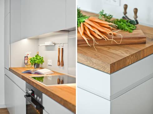 Offene Küche mit Holzarbeitsplatte von Lukas Palik Fotografie   homify